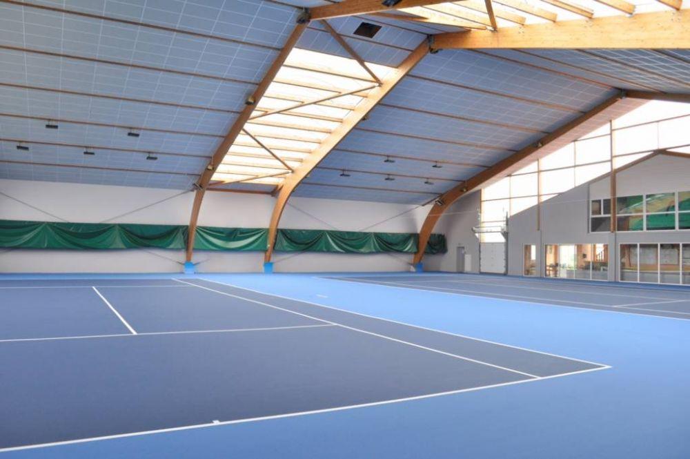 Les quipements sportifs for Club de tennis interieur saguenay
